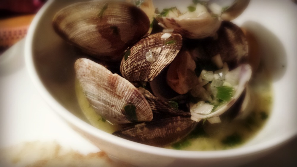 manila clams wine garlic butter