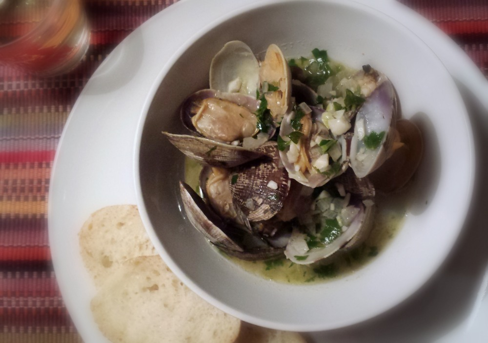 manila clams with wine garlic and butter
